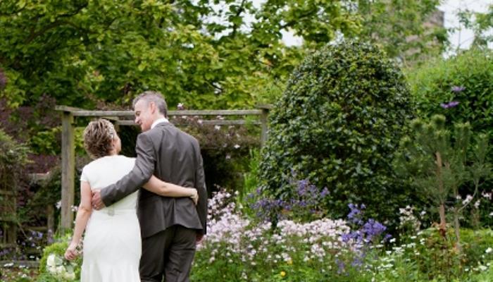 Garden bride and groom (427x640)
