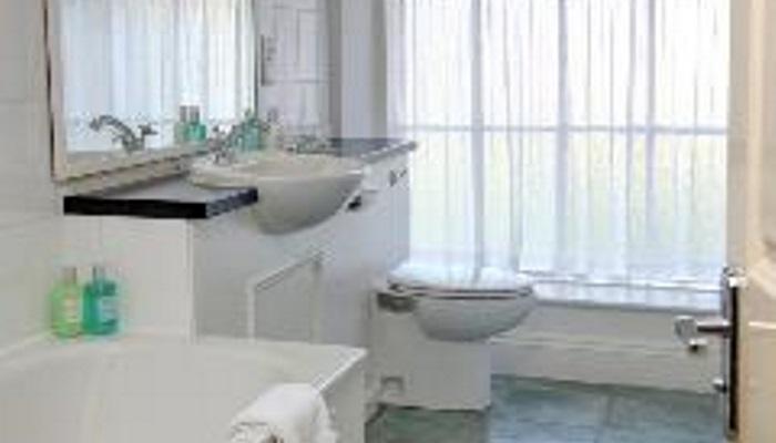 Room 8 bathroom c