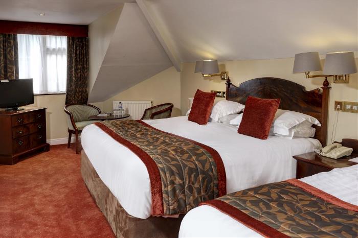 lee-wood-hotel-bedrooms-18-83174