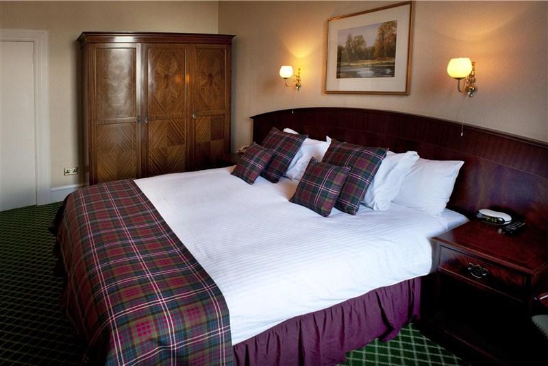 Suite - Bedroom_800x534 (4)