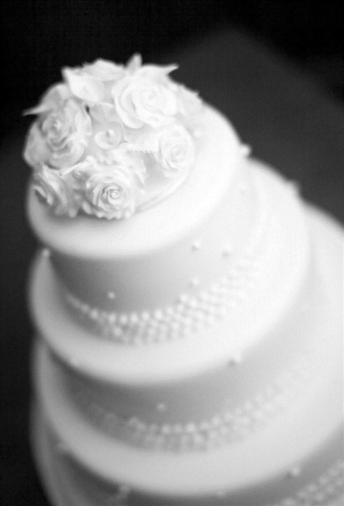 black white wedding cake_690x1013