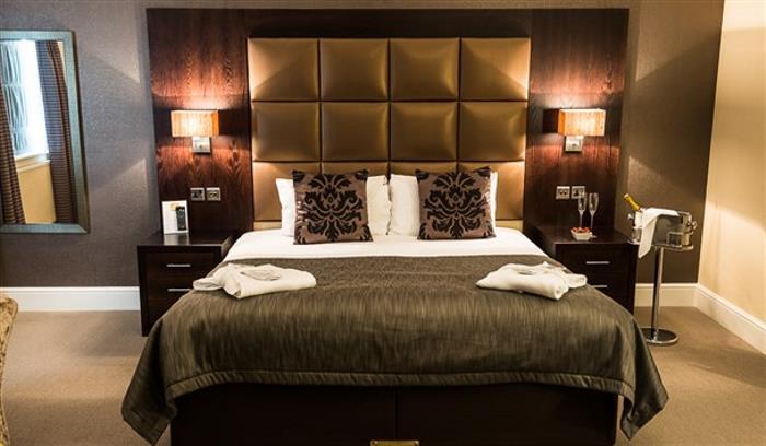 Lion Hotel - LR - by Jan Sedlacek - www_608x355.digitlightphotog109 (1)_608x355
