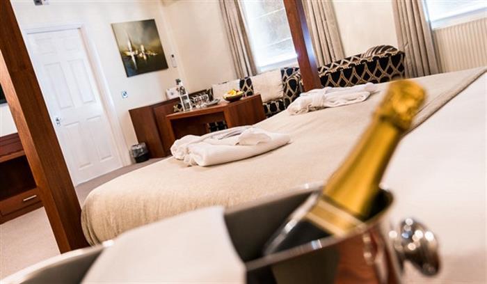 Lion Hotel - LR - by Jan Sedlacek - www_608x355.digitlightphotog139 (1)_608x355