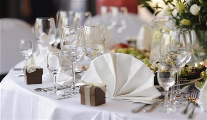 Wedding table setting_608x355