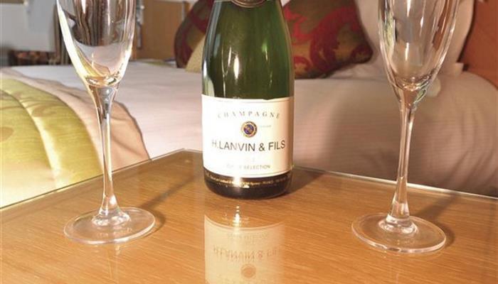 Champagne_608x355