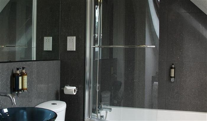 new bathroom rm 16_608x355